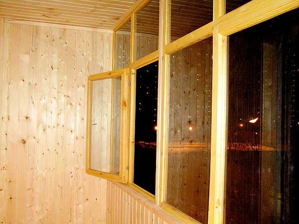 Наши работы - примеры остекления и обшивки вагонкой балконов.